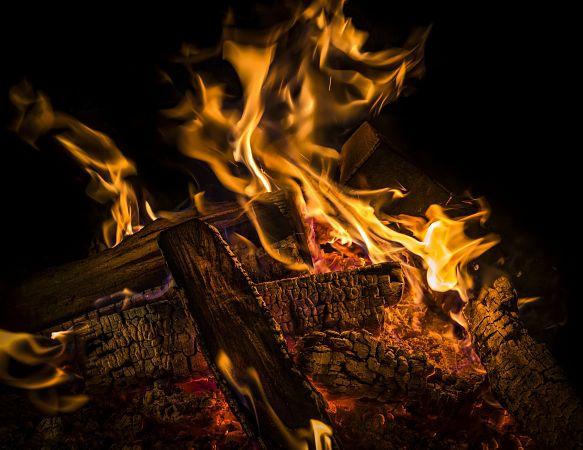 fuego-madera-carbon-para-barbacoa