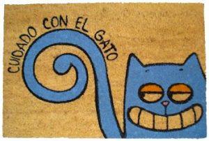 alfombrilla-gato-puerta